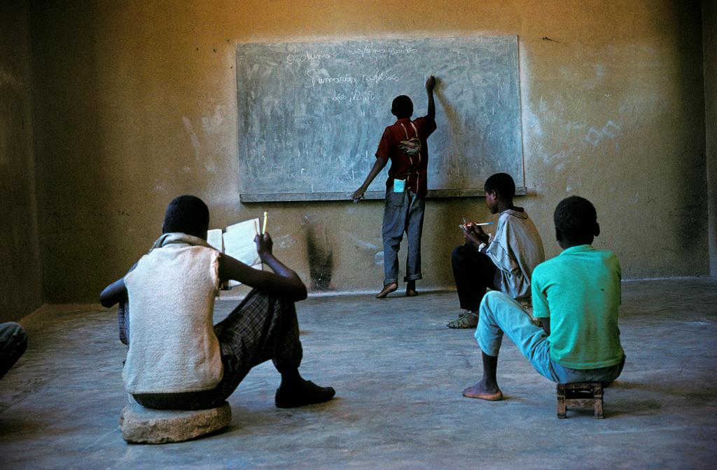 "Angola, Caconda. Escuela ""22 de Novembre"". Angola, Caconda. ""22 de Novembre"" school. © Navia"